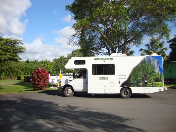 Motorhome - abastecendo gas no camping