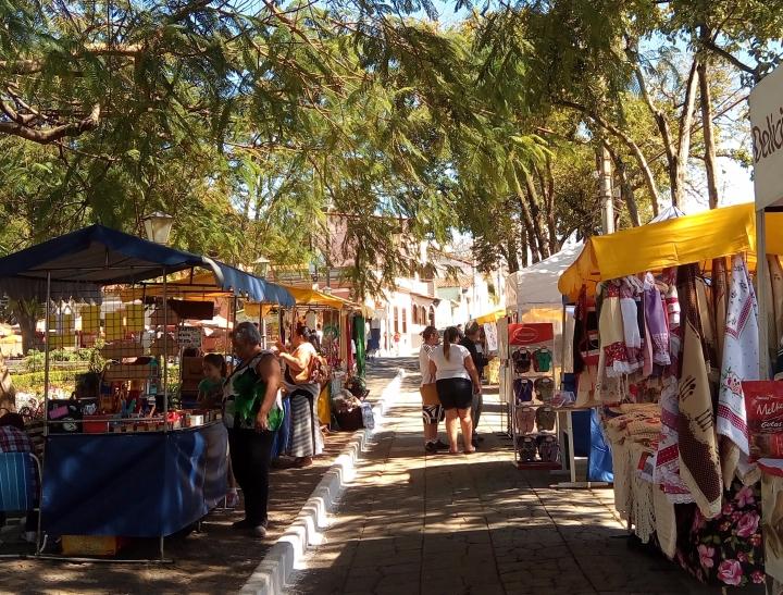 Feira de artesanato, Praça 14 de Novembro, Santana do Parnaíba, SP