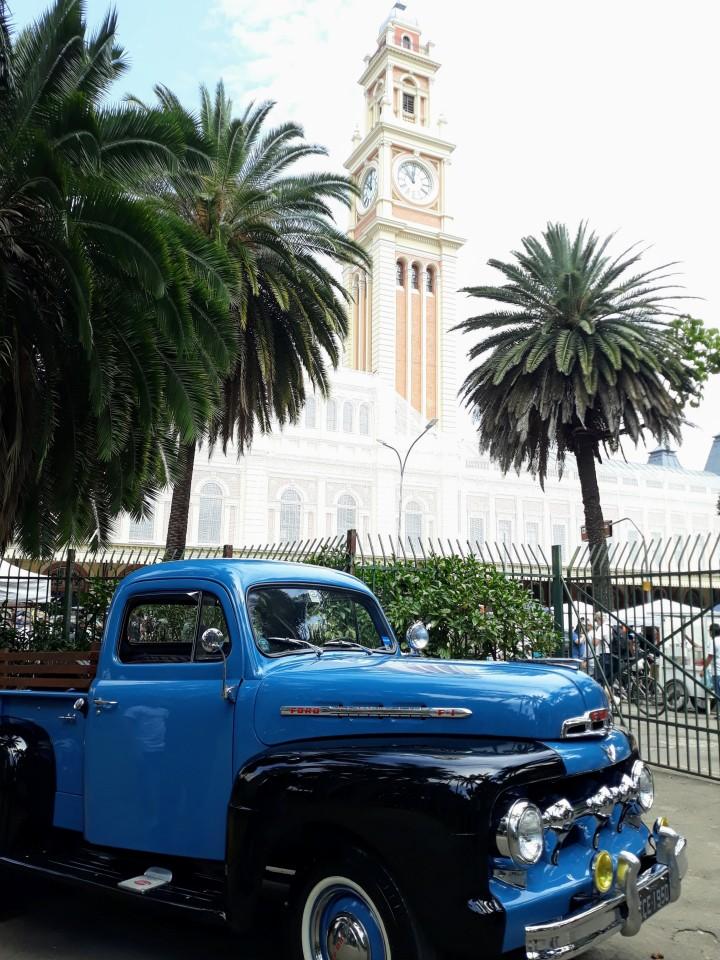 Exposição de carros antigos na Praça da Luz SP