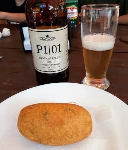 Bolinho de frango e cerveja Cervogia em São Miguel Arcanjo SP