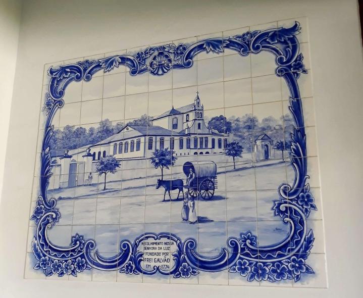 Painel de azulejos no Memorial Frei Galvão - Mosteiro da Luz SP