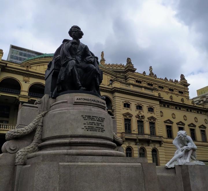 Carlos Gomes - Praça Ramos de Azevedo SP